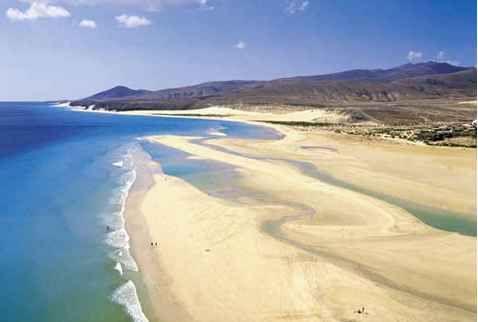 Playas en Corralejo: un pintoresco pueblo ubicado en la zona costera del norte de Fuerteventura, se sitúan unas de las mejores playas de Canarias.