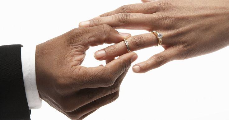 Cómo obtener una licencia de matrimonio en Texas. La obtención de una licencia de matrimonio es un paso importante para hacer que tu matrimonio sea legal. Sigue estas instrucciones sobre cómo obtener una licencia de matrimonio, si planeas casarte en Texas.