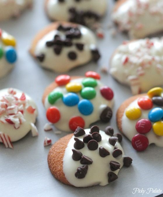 5 Minute Holiday Cookie...white chocolate dipped Nilla Wafers, so quick to prepare and so much fun to play around with toppings! - Picky Palate