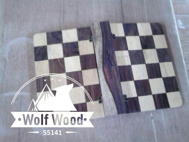 binder kayu dengan kolaborasi warna kayu yang berbeda.