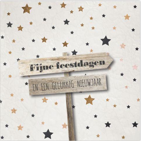 Unieke enkele combi kerst-verhuiskaart met hip sterren patroon met kreuk papier look en houten weg wijs borden.