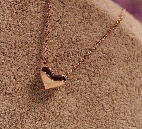 Simple and Chic Heart Charmed Necklace