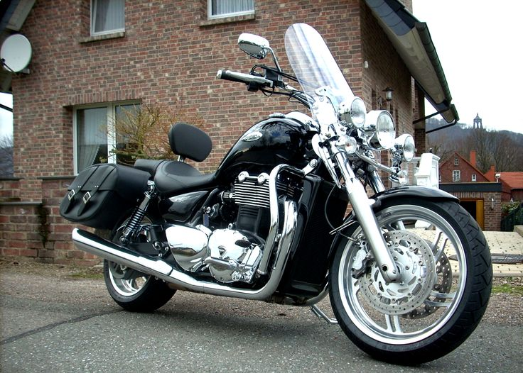 2014 TRIUMPH THUNDERBIRD 1600CC. On 21 July 2008, Triumph held a Global Dealer Conference where new models for 2009 were launched, including the  official announcement of the parallel twin-cylinder Triumph Thunderbird 1600. http://www.backfirealley.com/triumph_2.html