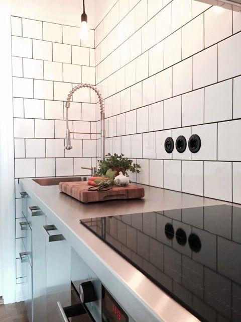 Industristil med rostfri diskbänk och ett rostfritt kök. Diskbänk: Neonela Design Kök: IKEA Metod med luckor Grevsta