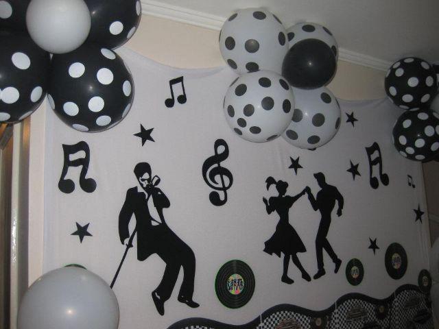 Muitas festas temáticas nunca saem da moda, como é o caso da festa anos 60, uma das mais procuradas e que faz muito sucesso entre públicos de todas as idades, pois mesmo aqueles que não viveram nessa época acabam conhecendo um pouco de sua importância através da música, vídeos, história e de tudo mais que […]
