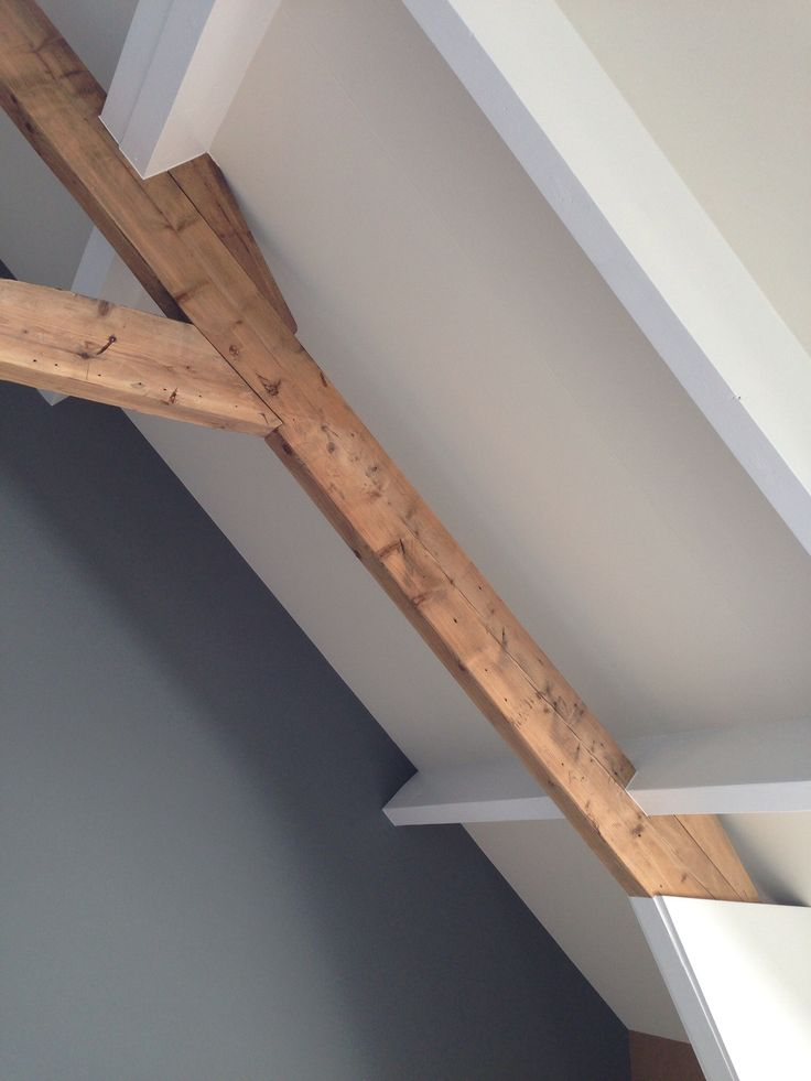 Oud en nieuw - balken - plafond - blauw en wit - Landelijk proefwonen in Wilgenrijk