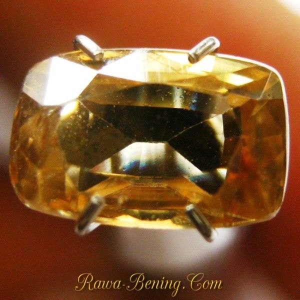Batu Permata Natural Zircon Warna Kuning, Cushion Cut berat 2.42 carat