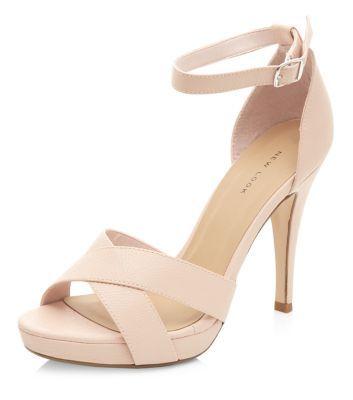 Chaussures rose pâle à brides croisées et talons à plateforme