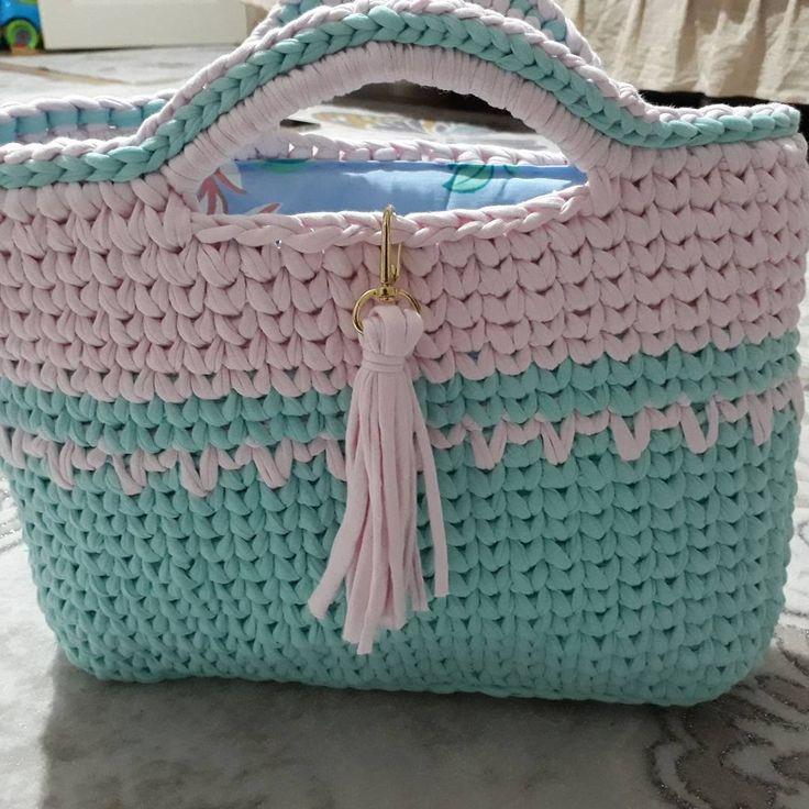 Bu güzel çantam da satıldı .müşterim her zaman mutluluk getirsin cıvıl cıvıl bir yaz geçirsin  inşallah  İyi günlerde kullanmanız dileğiyle nurcan hanım  Bilgi ve sipariş için dm den ulaşınız .istenilen renk ve boyutta sipariş alınır  #elişi#elemeği#elörgüsü#ipenyeipçanta#sepetyapimi…