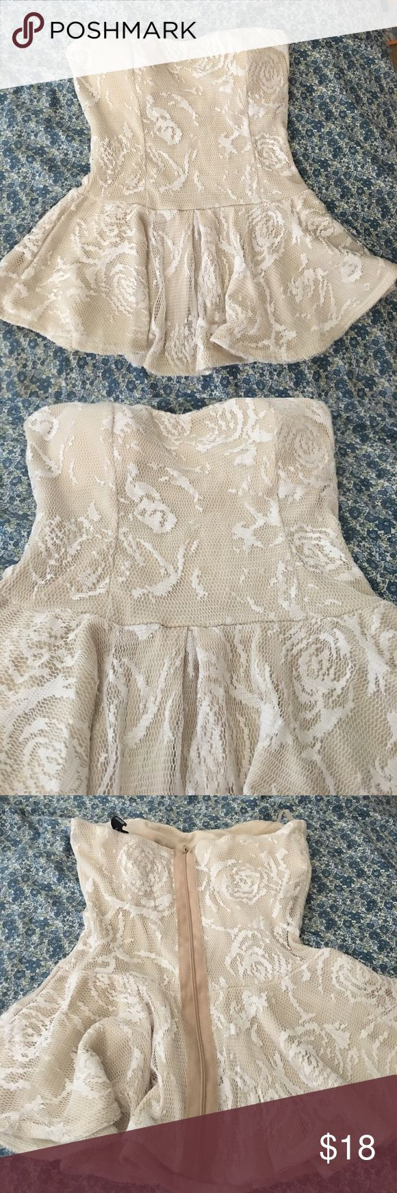 Windsor Lace peplum top NWOT. Cute Windsor lace peplum with zipper. Great for dressing out. Cute when tuck it in with a skirt or short. In great condition WINDSOR Tops Blouses