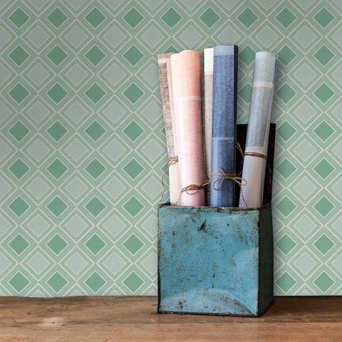 Τα γεωμετρικά μοτίβα παίρνουν άριστα!   Tαπετσαρία τοίχου: http://www.houseart.gr/select_use.php?id=281&pid=11587  #houseart #wallpaper #green #decoration #design #diy