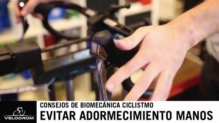 En este capítulo de Biomecánica básica os explicaremos cuales son las causas más habituales del adormecimiento o los hormigueos en las manos cuando practicamos el ciclismo. Os explicaremos los principios básicos para solucionar estos problemas. Fuente:VelodromStudioTV