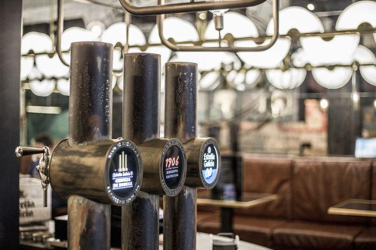 En Cervecería Estrella de Galicia de Gran Vía, entre plaza de España y Callao, se puede degustar nuestra cerveza de bodega, acompañada de los mejores productos de la gastronomía gallega