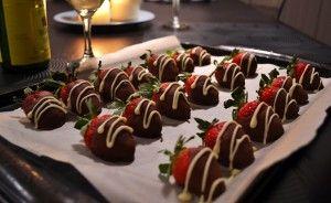 Bonne Saint-Valentin! Fraises enrobées de chocolat - De bouche à table