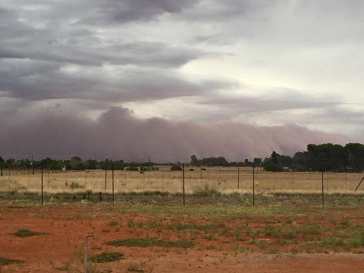 Willem J. van Baalen het dié foto in Bloemfontein geneem so vyf minute voor die storm.