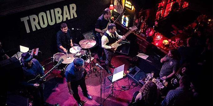 Τα καλύτερα μπαρ για live μουσικές στην Αθήνα