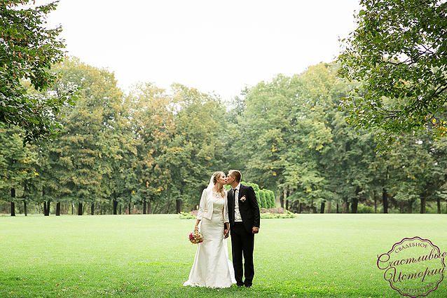 """Wedding kiss, groom, bride, невеста, жених, свадебное платье. Свадьба в стиле """"Английский сад"""" Организация свадьбы в Краснодаре Организация свадебное агентство """"Счастливые истории"""" #happystorieswed"""