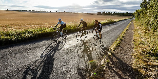 Otro espectacular video de The Rapha Continental: Icknield Way by RAPHA. http://www.rapha.cc/icknield-way
