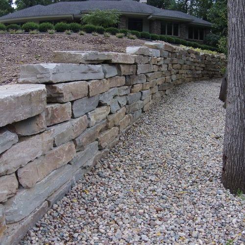 Limestone ledge rock retaining wall in Pinckney Michigan ...