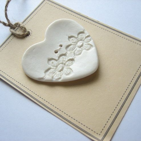 lace+imprinted+heart+button £2.95