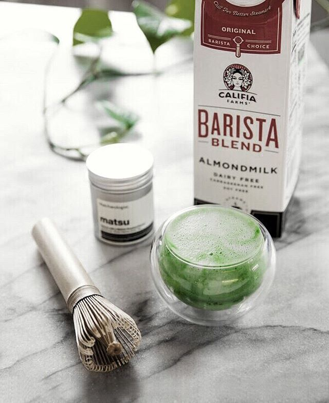 💚 If you've never tried matcha paired with Califia Farms