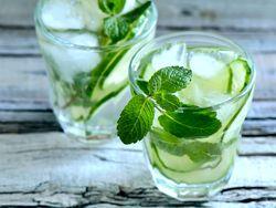 Infused Water: So einfach und lecker war trinken noch nie! | eatsmarter.de