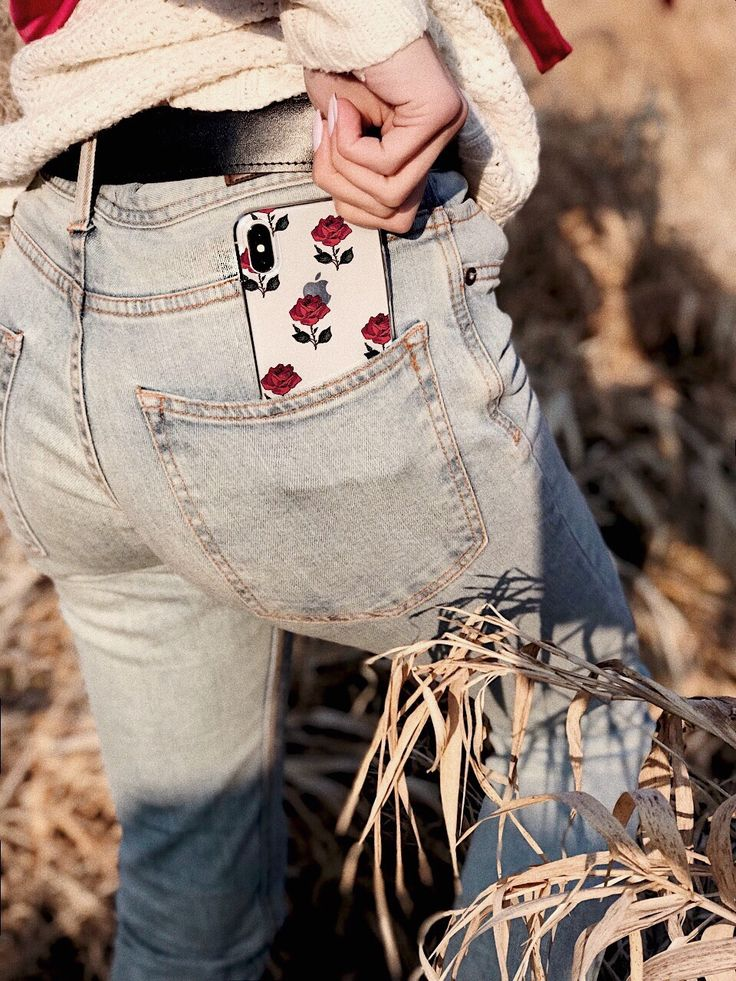 # case #etui #accessories #fashion #red #roses #flowers #fashionblogger #design #style #essentials #dope #fancy #mystyle #ownstyle #jeans #outfit #ootd #potd