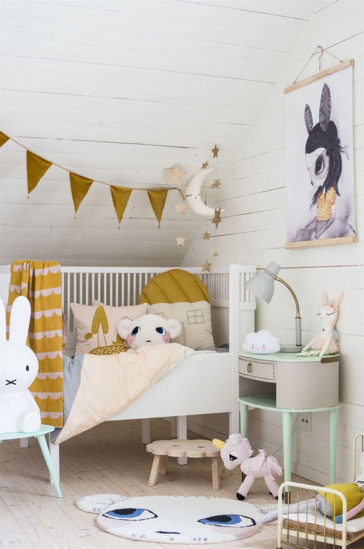 Vintage nursery for baby girls