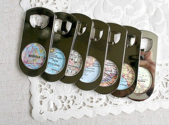 Cool favors like these map keychains are perfect for any destination wedding!