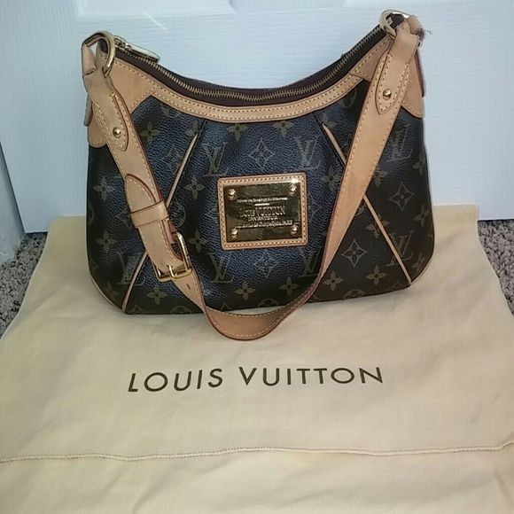 Authentic Louis Vuiiton handbag LV Thames PM Classic Monogram Print Date code.  MI3089 EUC, some water spots on strap/vacheta leather as shown in pic 2 but inside is like new.  Adjustable Buckle detail on shoulder strap. Louis Vuitton Bags Shoulder Bags