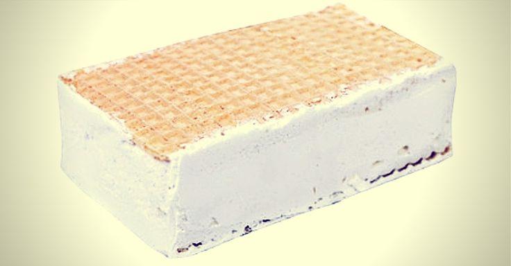 Velice jednoduchý a rychlý recept, jak si vyrobit svou vlastní domácí ruskou zmrzlinu. Bez éček, bez zbytečného cukru a navíc lahodnější chuti, než kupovaná. Ingredience 2 kelímky smetany ke šlehání 3 lžíce cukru moučka 1 sáček vanilkového cukru 3 vejce 2 ks dortových oplatek (bez příchuti) nějakou nádobu na zamrazení Postup Rozklepneme vajíčka a oddělíme ...