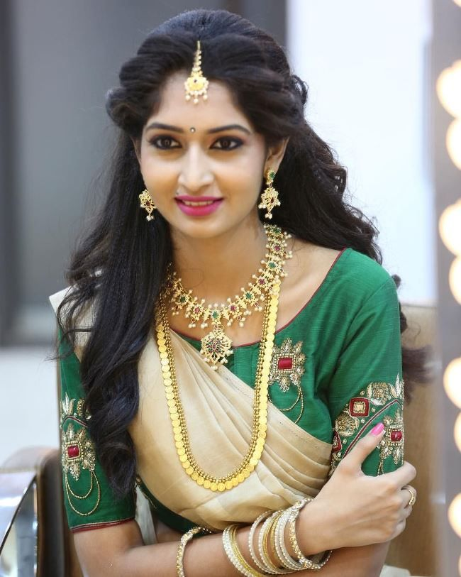 Hairstyles For Sarees Round Face Engagement Hairstyles Bridal Hairstyle Indian Wedding Simple Hairstyle For Saree