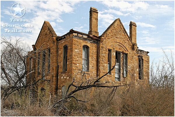 Someone needs to restore this. Old Frio County Courthouse ...