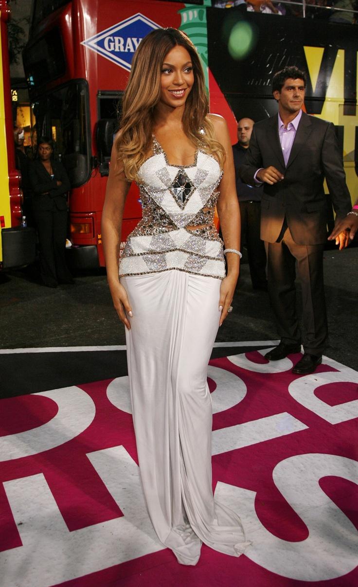 Worst Dressed Stars at CMA Awards 2017: Amanda Shires ...
