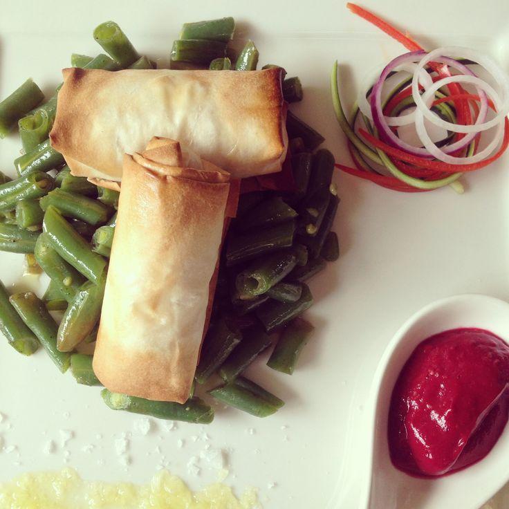 Fagottini con ricotta e verdure, salsa ai lamponi e fagiolini saltati Food Sparkling Wine Unafranciacortinaincucina