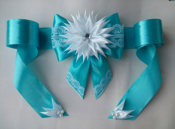 Beautiful blue Ribbon & floral bow design | Gift wrapping inspiration