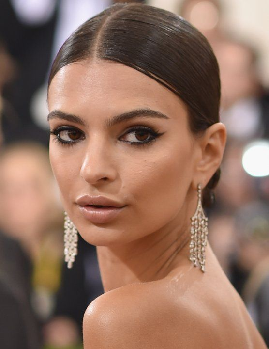 Emily Ratajkowski. Emily was born on 7-6-1991 in London as Emily O'Hara Ratajkowski. She is a model and actress, known for Gone Girl, We Are Your Friends, Entourage and Robin Thicke: Blurred Lines.