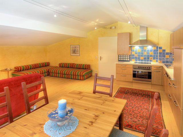 http://www.hotel-sonne.at/zimmer-urlaub-saalbach.html Großzügige Familiensuite mit eigener Küchenzeile im Hotel Die Sonne