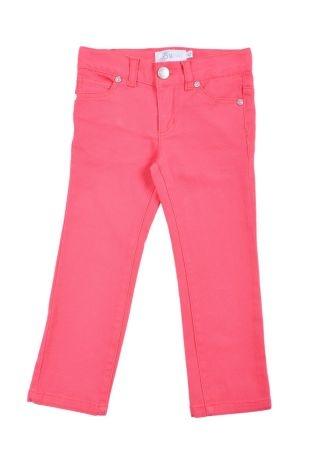 Pantalón tipo jeans stretch para niña, en color coral. Dos bolsillos adelante y dos atrás.
