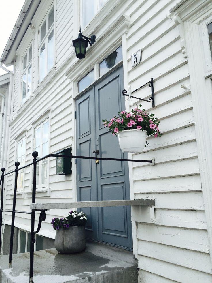 Blue Door ! #oldhouse#hollenderbyen#gamlehus