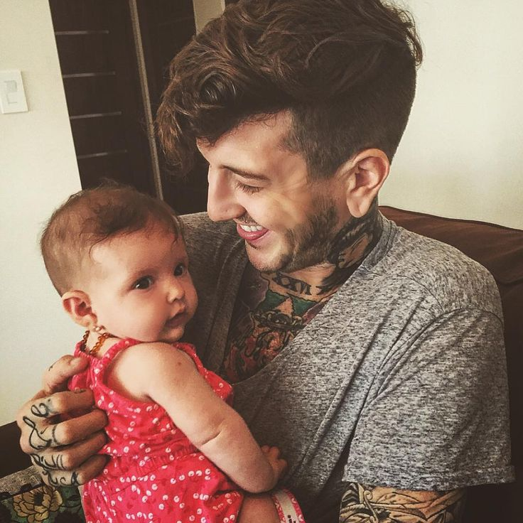 Austin Carlile and a child, this is adorable, he looks so happy!!!!! <3