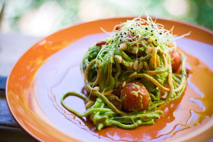 Spaghetti di Zucchine al Pesto di Rucola e Mandorle