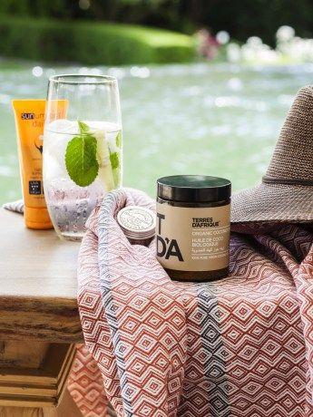 Sandy Bay Bare Essentials - https://www.rubyroadafrica.com/shop-online/lifestyle/shop-beach-gifts-online/sandy-bay-bare-essentials-emthunzini-mungo-terre-dafrique-gift-detail