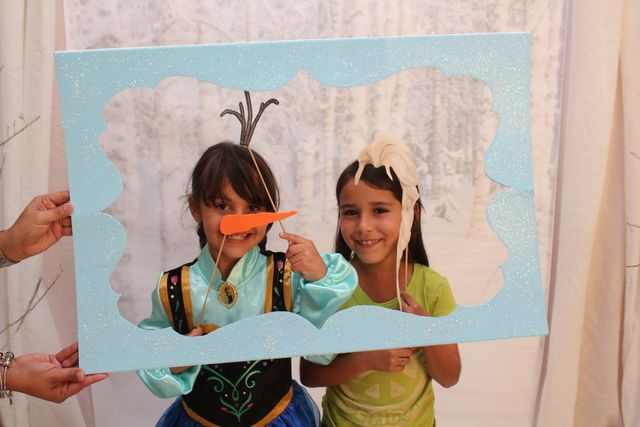 Frozen Birthday Party, cute photo props. Maybe hang the frame, that way we don't have hands in the pic | CatchMyParty.com