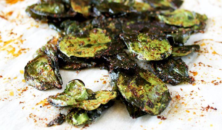 ¡Di si al picoteo con estos chips de espinacas al horno! Un picoteo muy sano, sabroso, natural, y vegetariano, que podrás comer entre horas sobre todo cuan