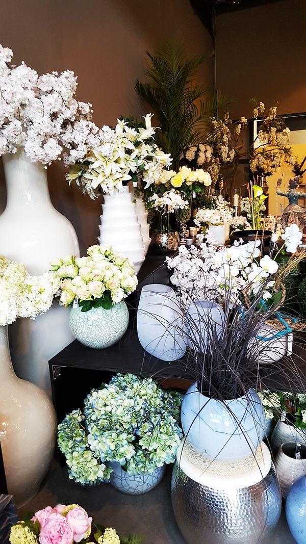Für dich entdeckt: Hauser Living in Freienbach, Gärtnerei und ein Kunstblumen Paradies! Flowers everywehre...