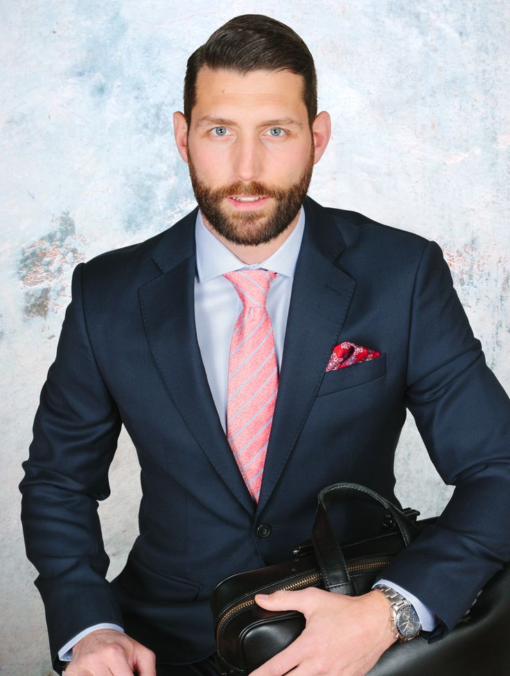 Powering through Monday in blue and red #style #business #shirt #blue #menswear #men #dapper