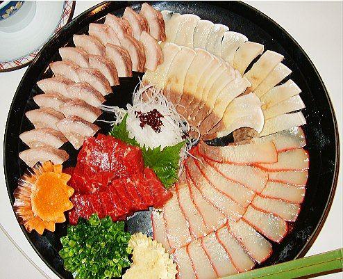 image of 日本の鯨料理 | 鯨料理いろいろ(百ひろ:左上・刺身用赤肉:左中 ...