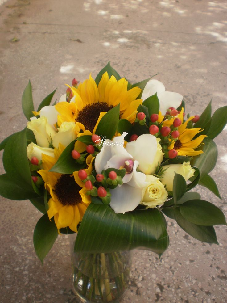 #beautiful#bouquet#sunflowers#cymbidium#roses#hypericum
