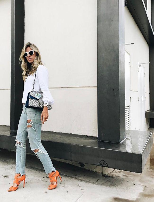 Nati Vozza do Blog de Moda Glam4You usa camisa branca, jeans, sandalia colorida e bolsa Gucci!